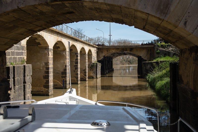Na Canal du Midi rzeka Libron