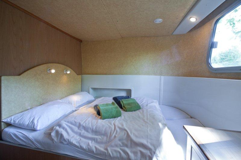 Wnętrze barki kabina Penichette 1180 FB