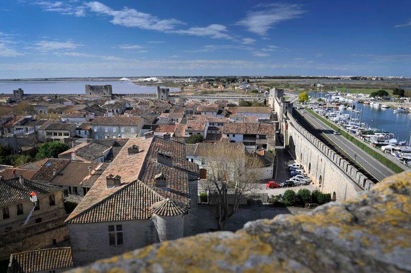 Aigues-Mortes Francja region Camargue widok z murów