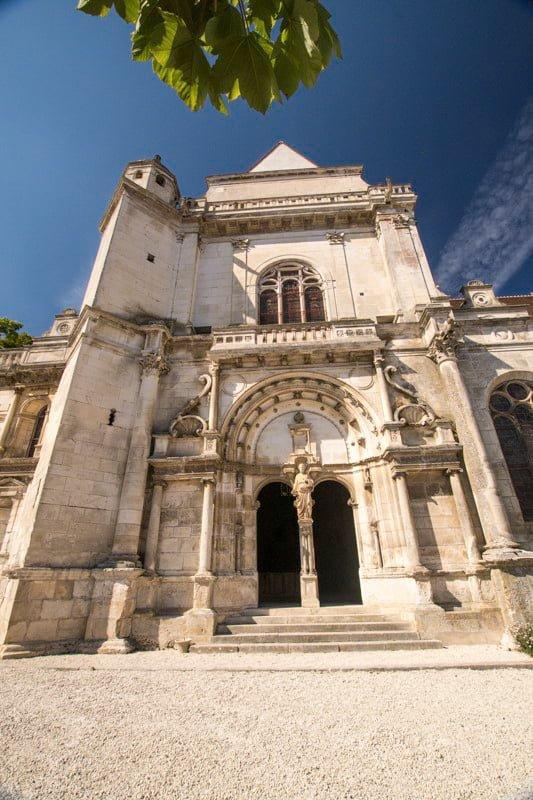 Tonnery kościół Burgundia wakacje na barce