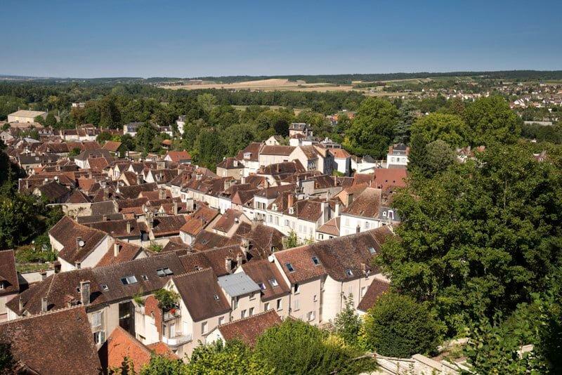 Tonnerre widok na miasto Burgundia wakacje na barce