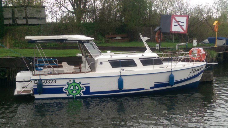 barka Weekend 820 przy pomoście