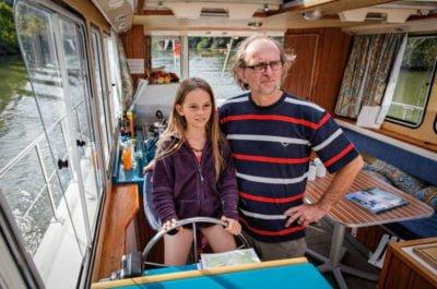 Czarter bez patentu - Jachty motorowe i barki