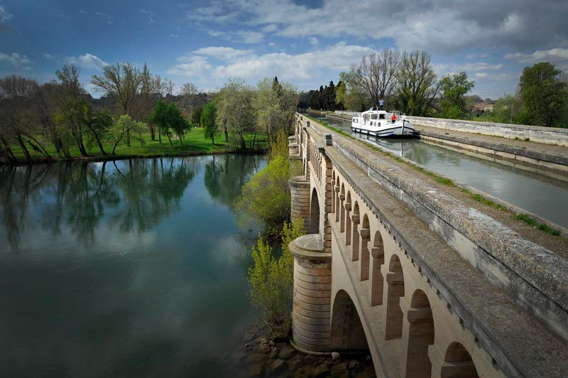 Beziers akwedukt Canal du Midi wakacje na barce