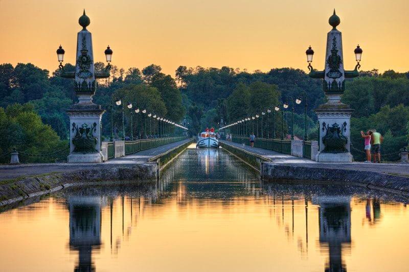 Akwedukt Briare most Canal Lateral Loara Burgundia barka wakacje