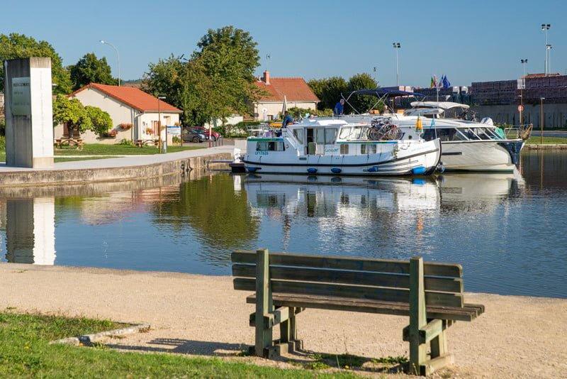 Chagny port barka wakacje Burgundia