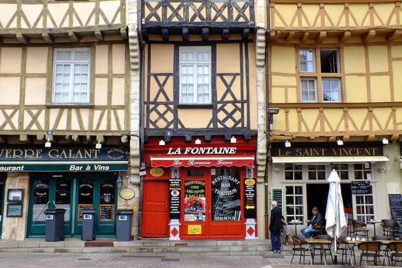 Chalon-sur-Saone rynek kamienice Burgundia barka wakacje