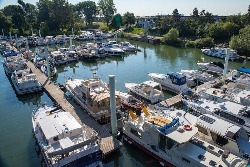 Chalon-sur-Saone port Burgundia barka