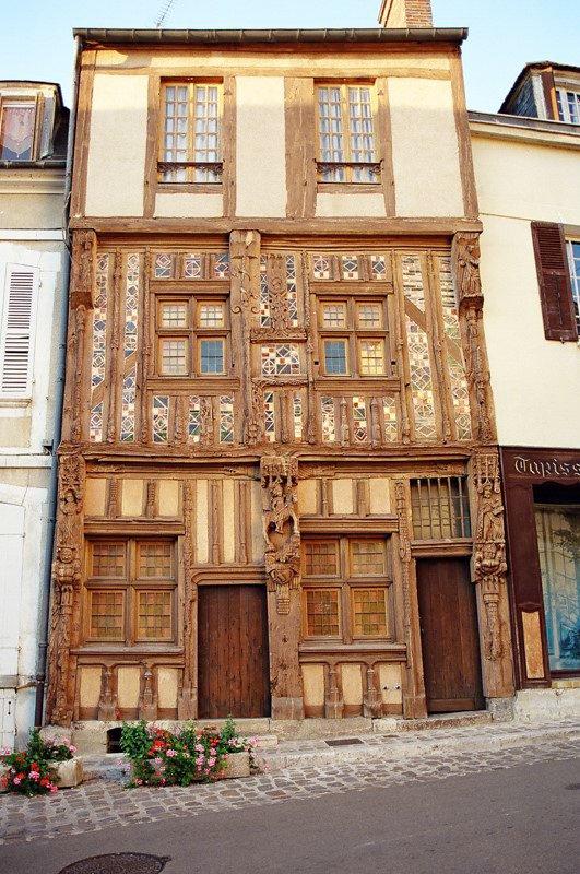 Joigny Burgundia wakacje na barce