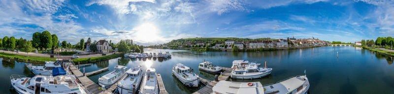 Joigny port barki Burgundia wakacje na barce