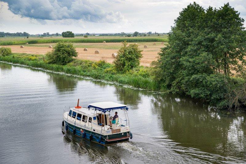 Wakacje na barce Vistula Cruiser rzeka Nogat Pętla Żuławska
