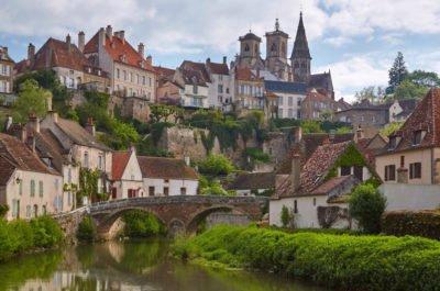 Semur en Auxois Cote d'Or Burgundia barka wakacje