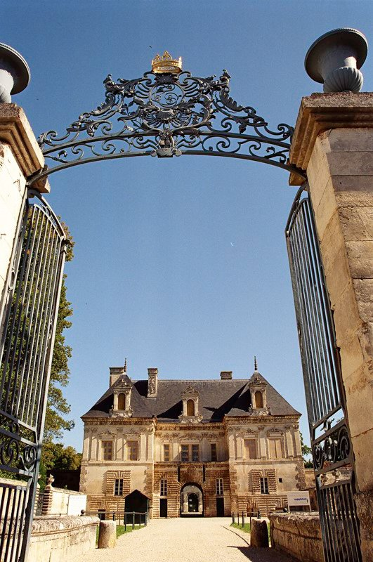 Tanlay zamek Burgundia wakacje na barce