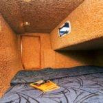 dziobowa kabina na barce
