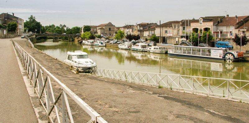 Port w Condom na rzece Baise