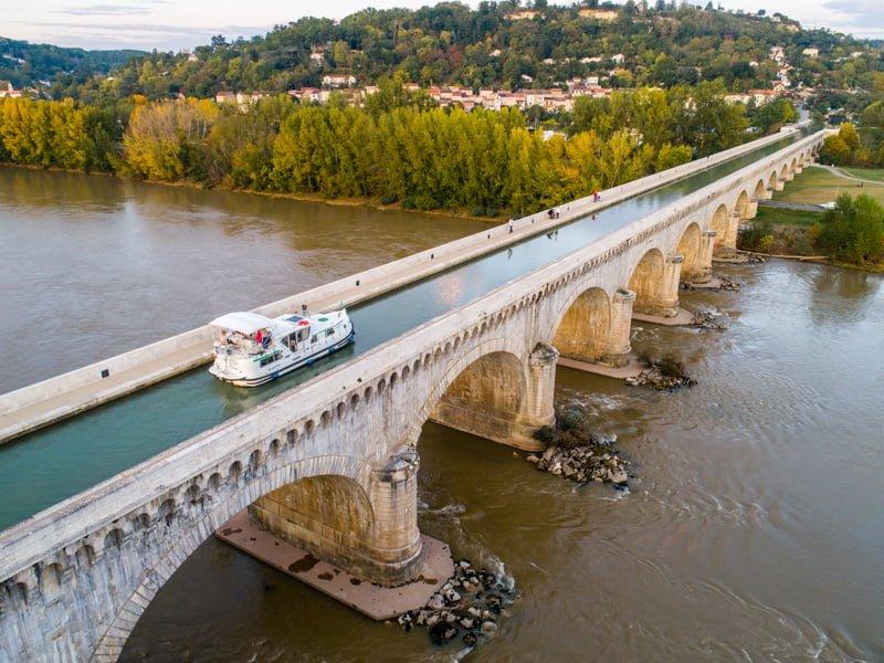 Most kanałowy Garonna barka
