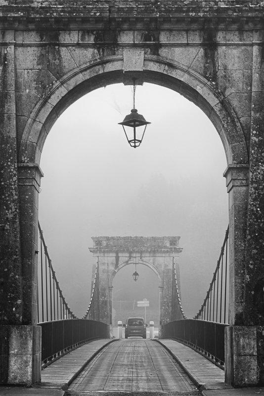 Mgła na moście w Vianne