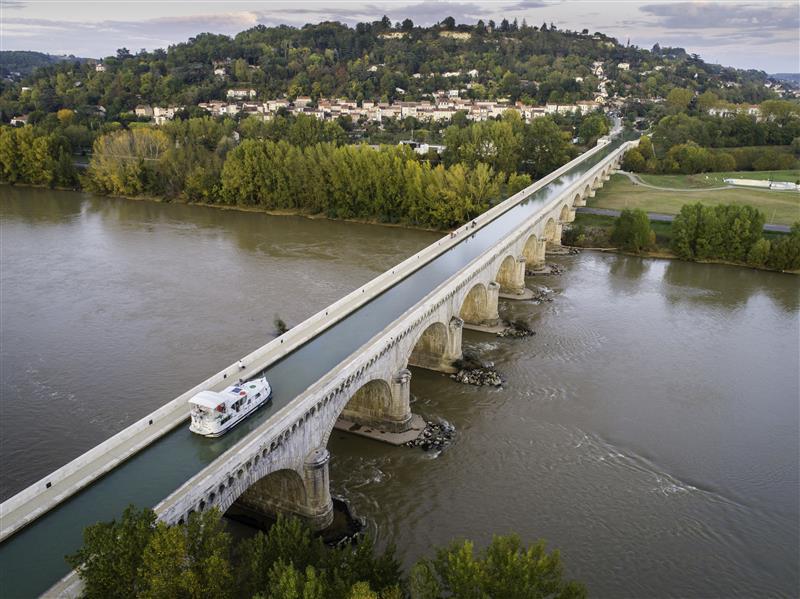 Most kanałowy nad Garonną