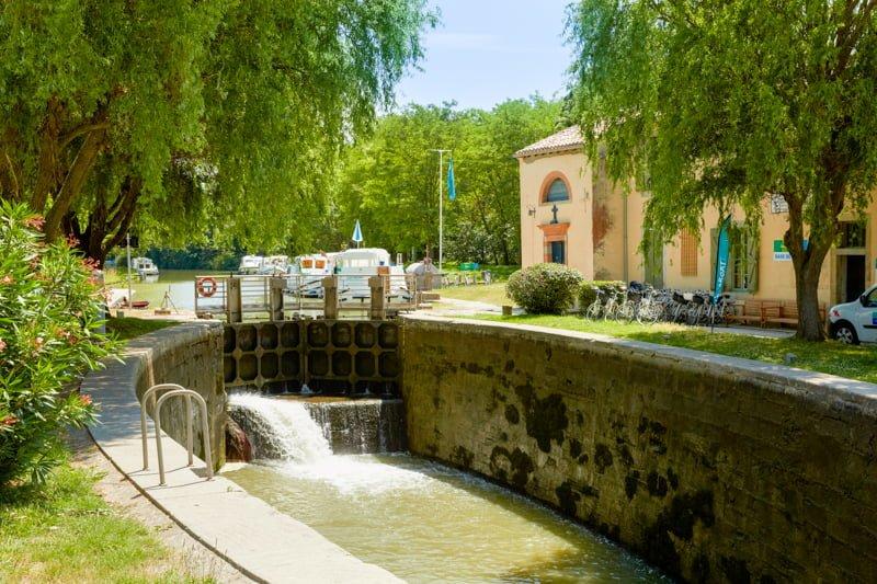 Canal du Midi śluza Negra i baza firmy Locaboat