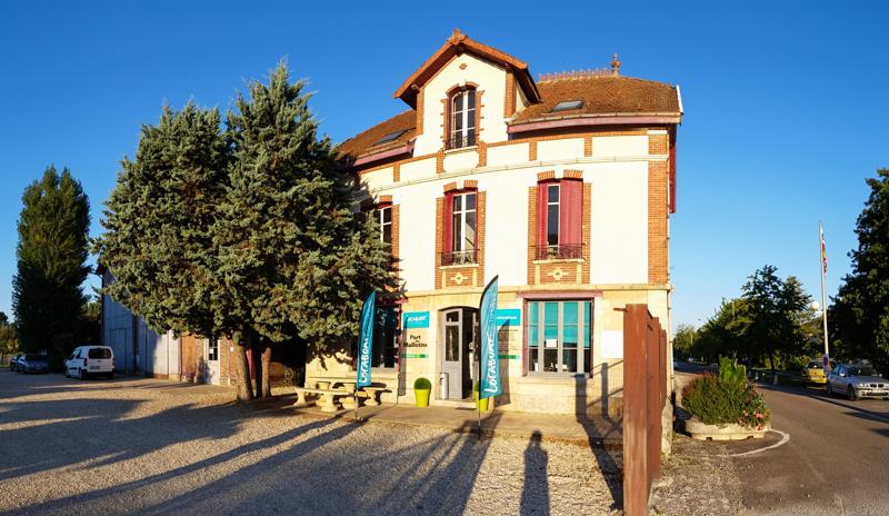 Biuro w bazie  w Joigny