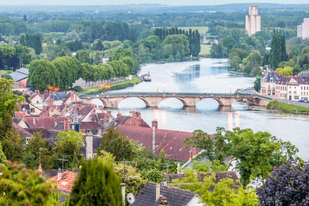 widok na rzekę Yonne Joigny