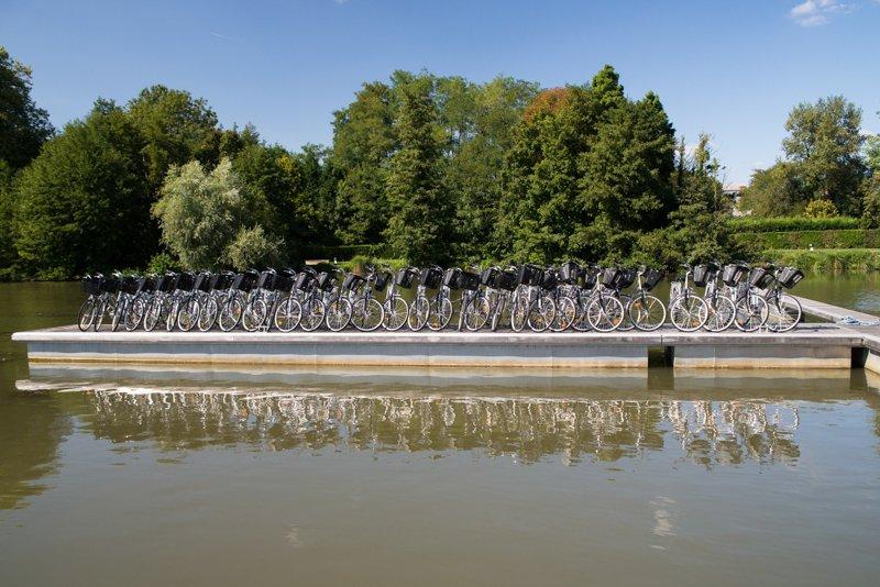 rowery do wynajęcia w porcie w Briare