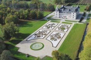 Zamek Ancy le Franc widok na ogród