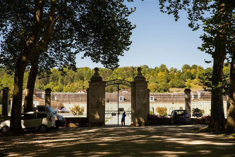 Główne wejście na teran parku i pałacu Ancy-Le-Franc