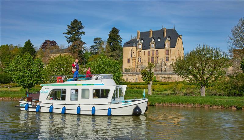 Barka w Charillon en Bazois na kanale Nivernais