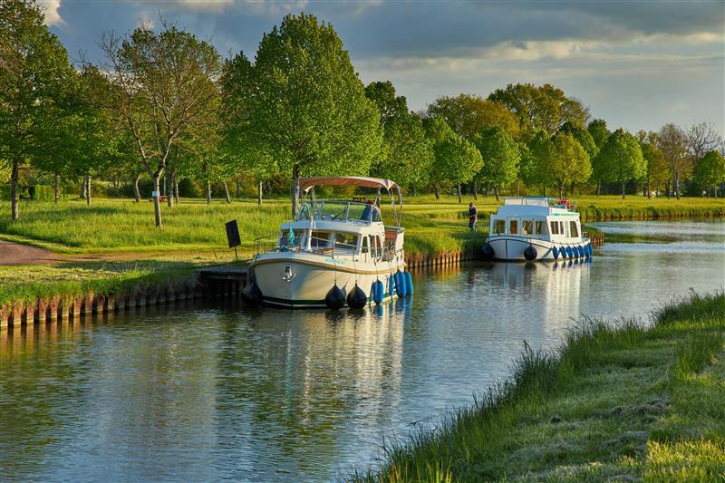 Kanał Nivernais barki