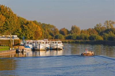 Loosdrecht baza locaboat barki kanał Holandia