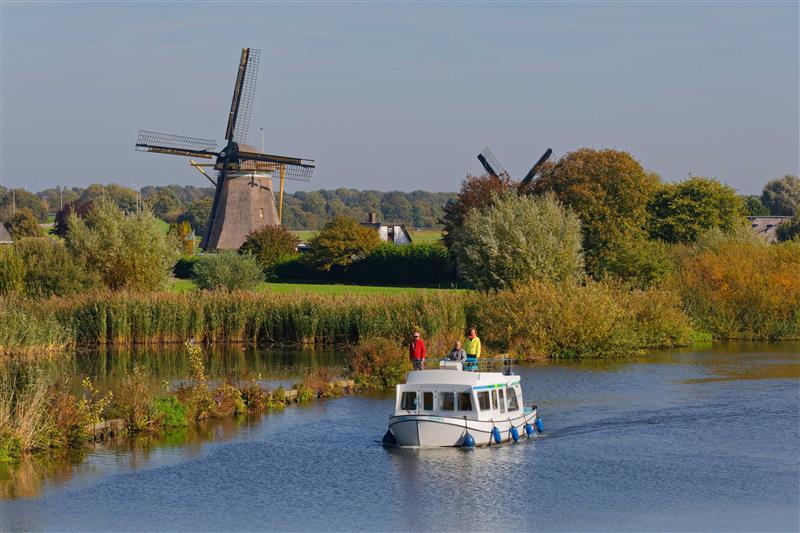 wiatraki barka kanał Holandia Penichette Evolution