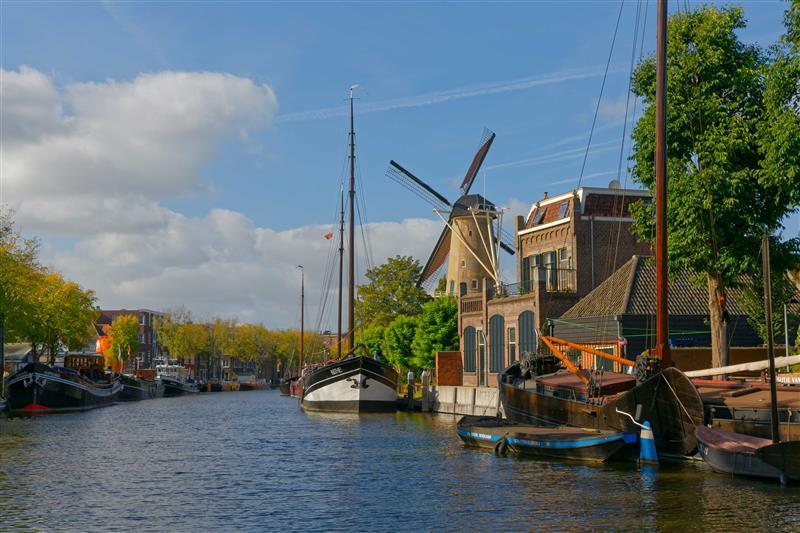 Wiatrak kanał Gouda Holandia