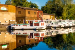 barki w bazie w Burgundii