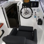 Nexus-Revo-870-kokpit-miejsce-skippera
